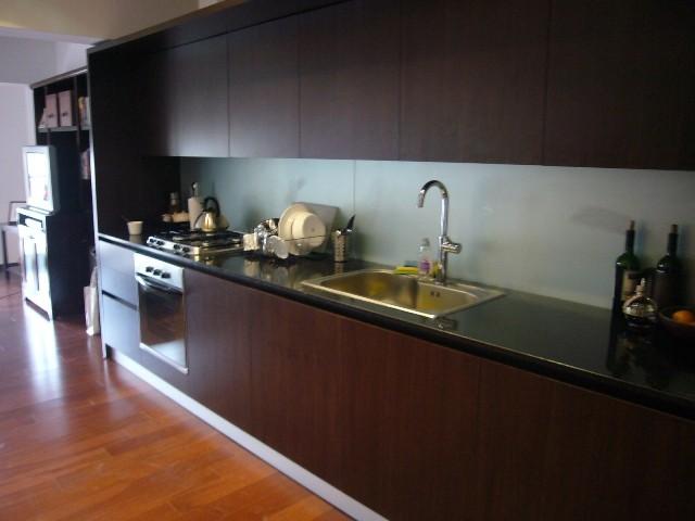 Habitacion decorada de dise o con ba o completo for Diseno de habitacion con bano y cocina