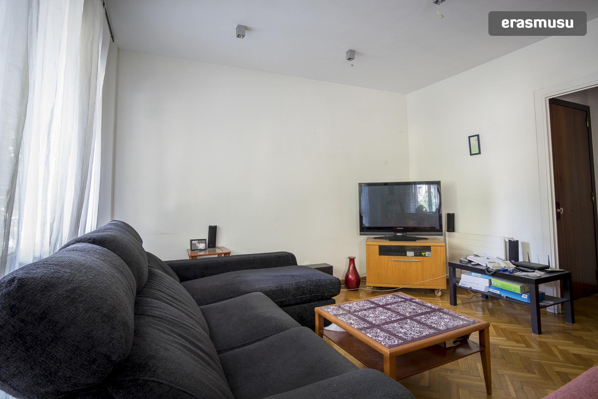 Habitaci n doble amplia en piso amplio de 145m2 mixto de - Pisos para estudiantes en barcelona ...