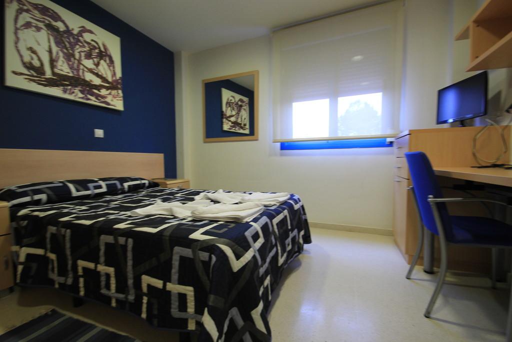 Habitacion doble cama matrimonio en residencia de for Precio habitacion matrimonio