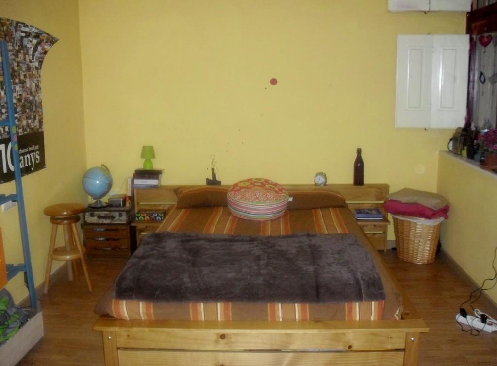 Habitaci n doble en el casco antiguo de girona alquiler habitaciones gerona - Casco antiguo de girona ...
