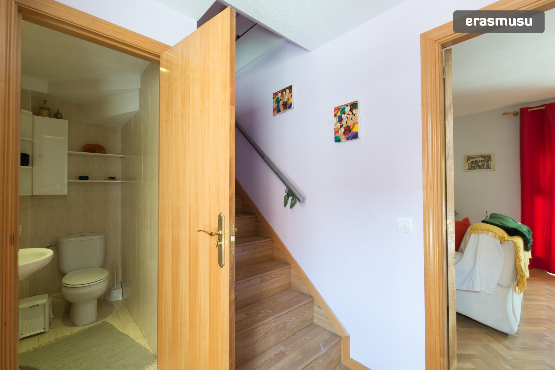 Habitación en dúplex para chica