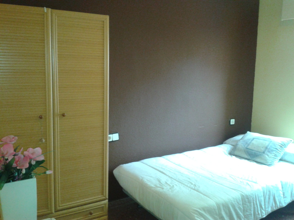 Habitaci n en piso compartido alicante barrio de san for Alquiler de habitacion en piso compartido