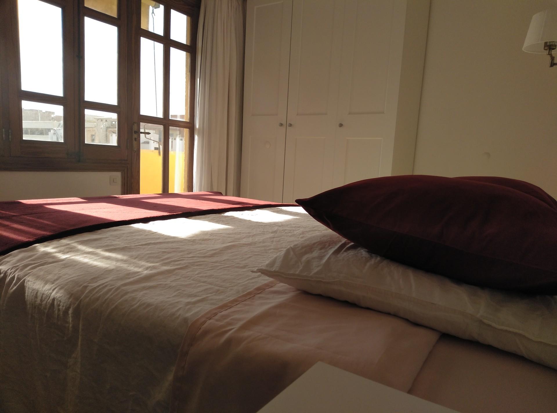 Habitación con un gran balcón, super luminosa, gran armario dos