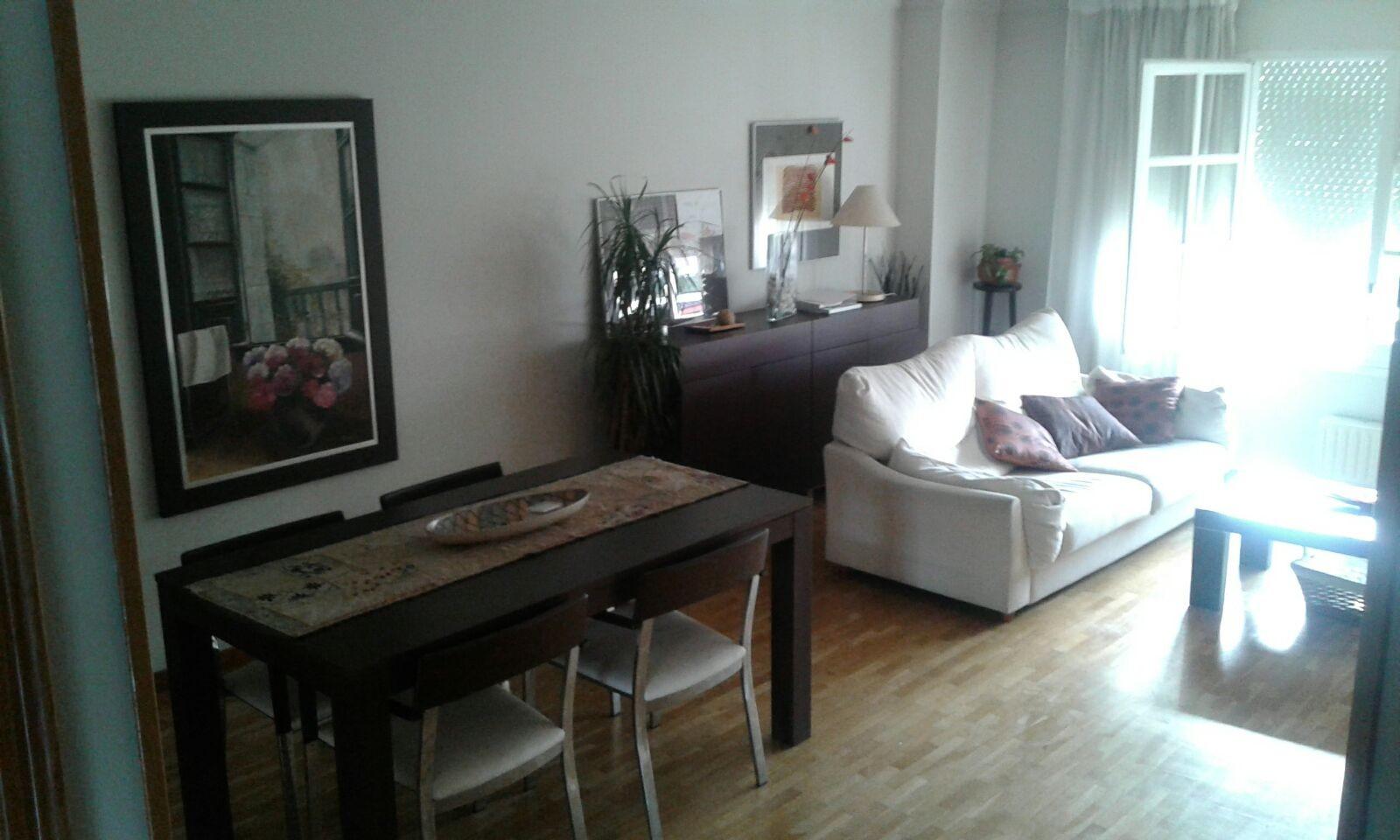 Habitaci n grande con mucho sol amueblada con cama doble for Cama individual que se hace doble