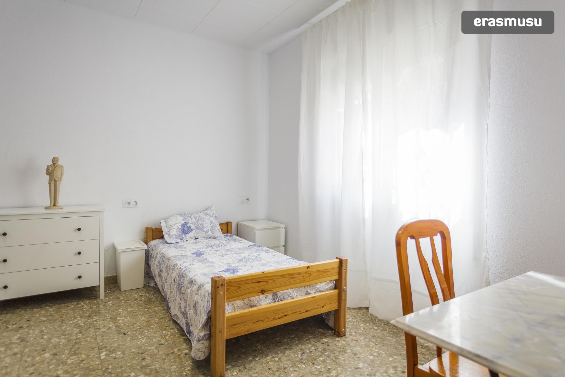 Habitaci n grande y soleada en viladecans muy cerca de barcelona alquiler habitaciones barcelona - Alquiler de habitacion en valladolid ...