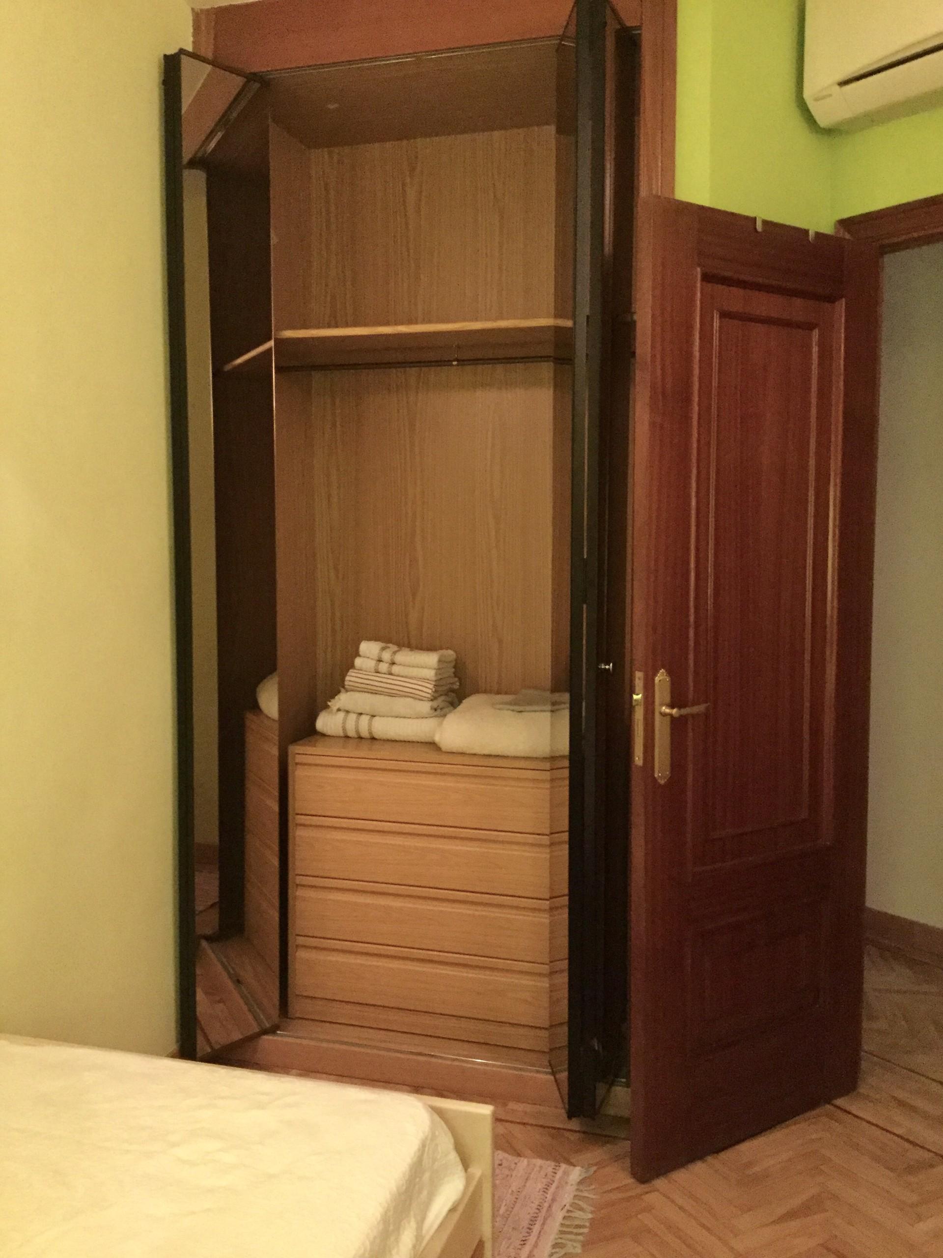 Habitaci n individual con ba o privado en legazpi madrid - Banos en madrid ...