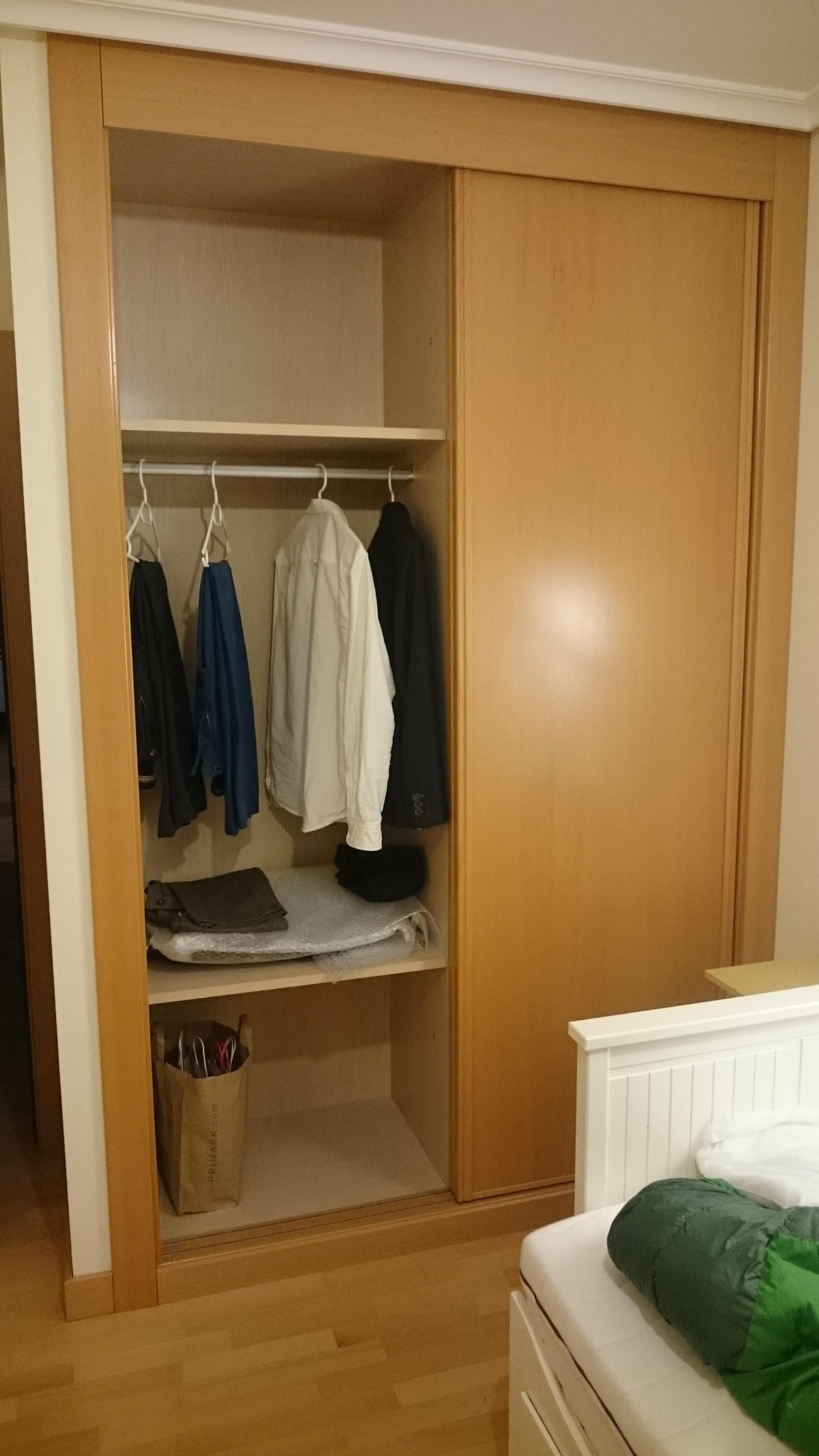 Habitación individual con baño privado en Logroño