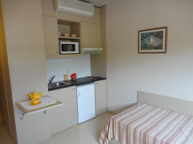 Habitaci n individual con cocina y ba o en la universidad for Diseno de habitacion con bano y cocina