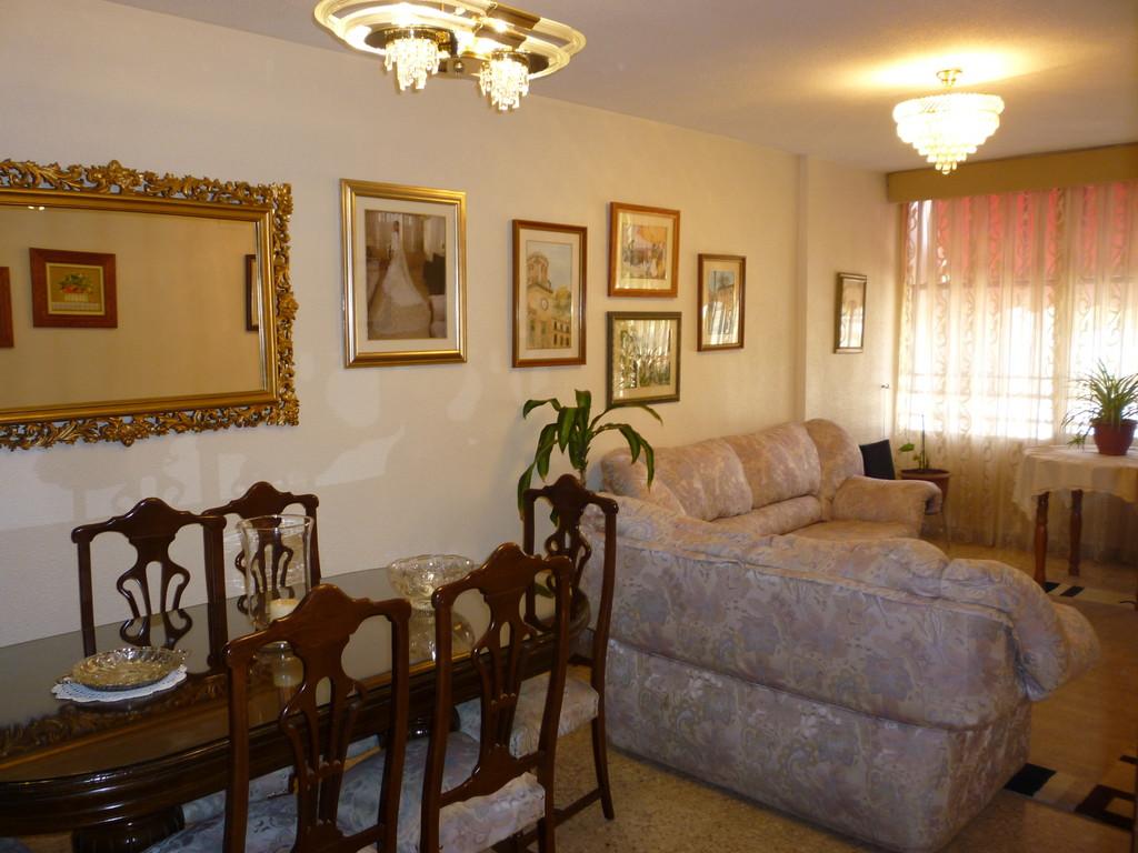 Habitacion individual en piso domestico soleada y for Piso 5 habitaciones