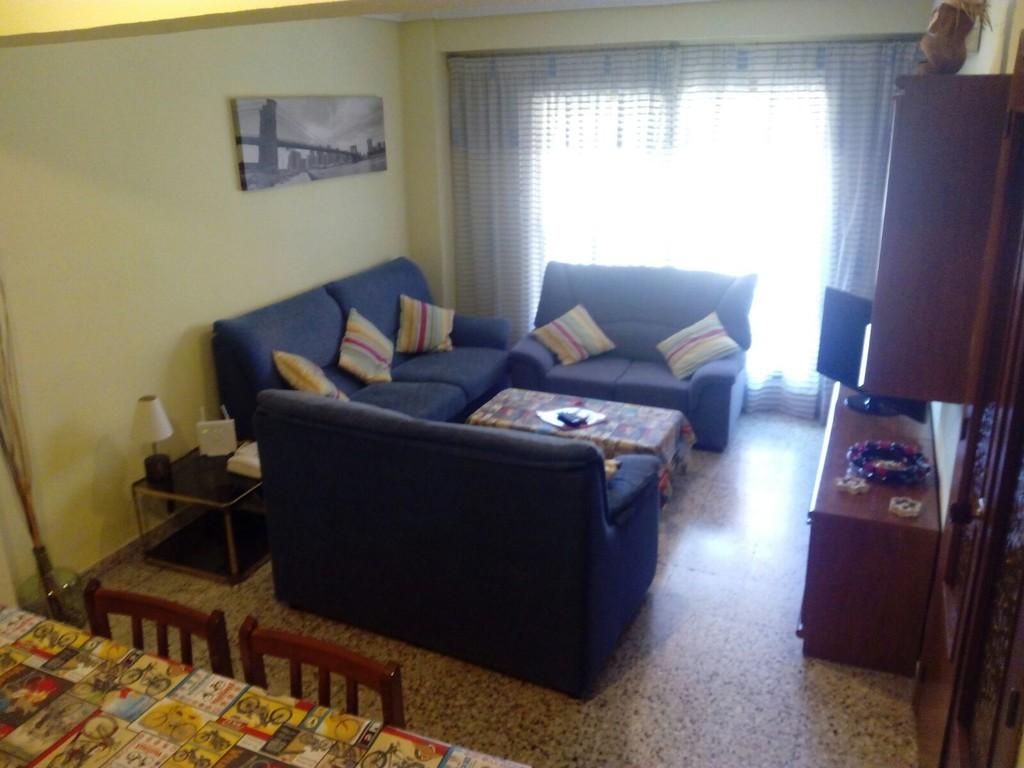 Habitaci n individual en piso de estudiantes alquiler for Pisos estudiantes valencia