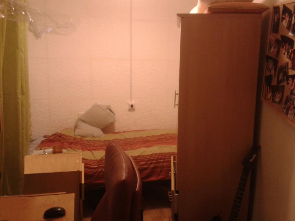 Habitaci n ntima con ba o propio en piso c ntrico for Alquilar habitacion en murcia