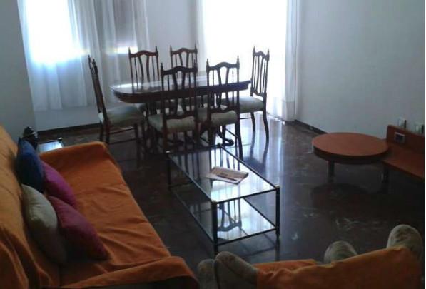 Se alquila habitación amplia y luminosa en piso co
