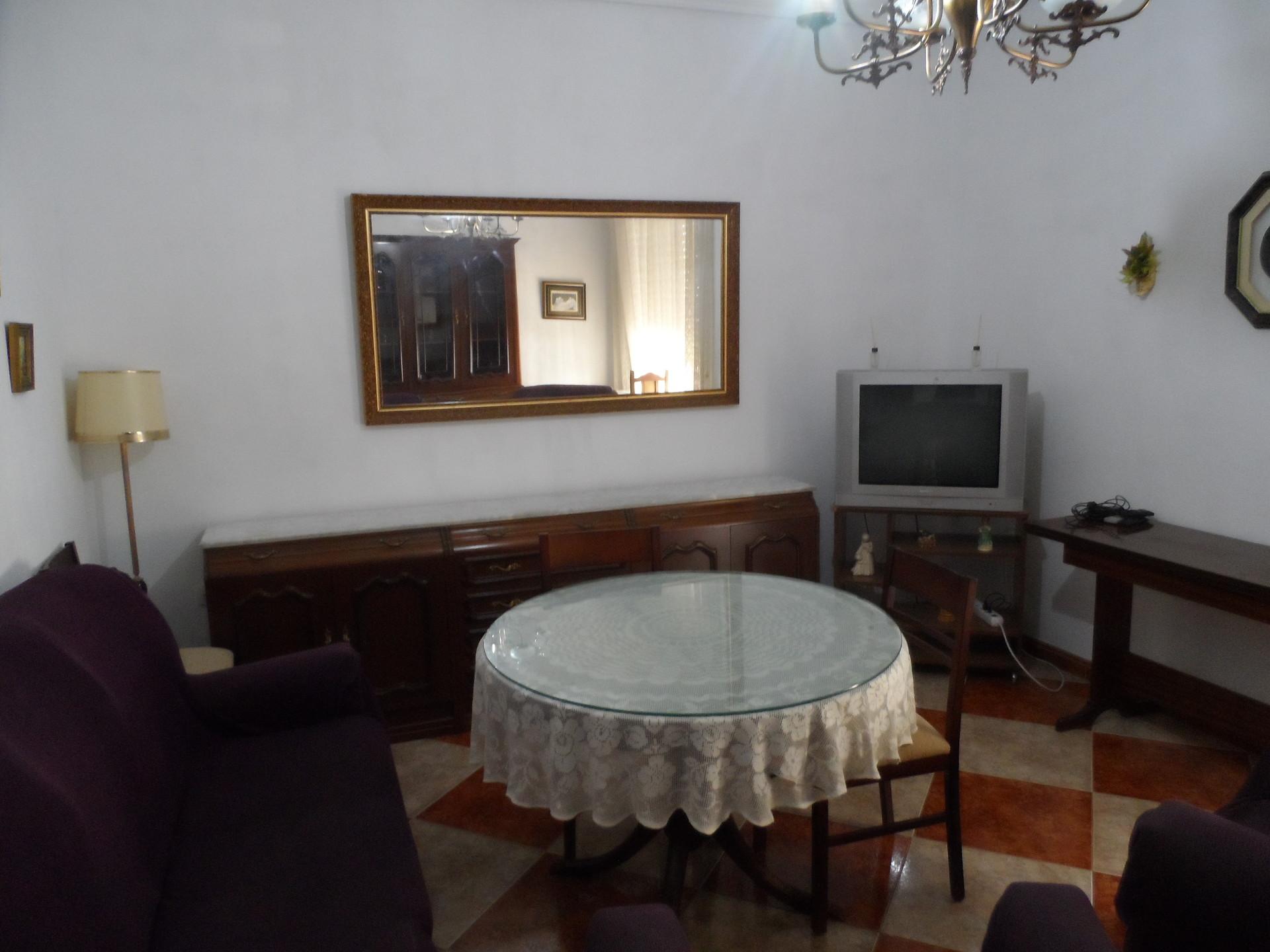 Habitación luminosa en casa compartida