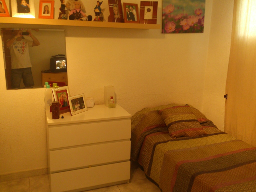 Estupenda habitaci n muy luminosa en hospitalet de for Piso 1 habitacion barcelona
