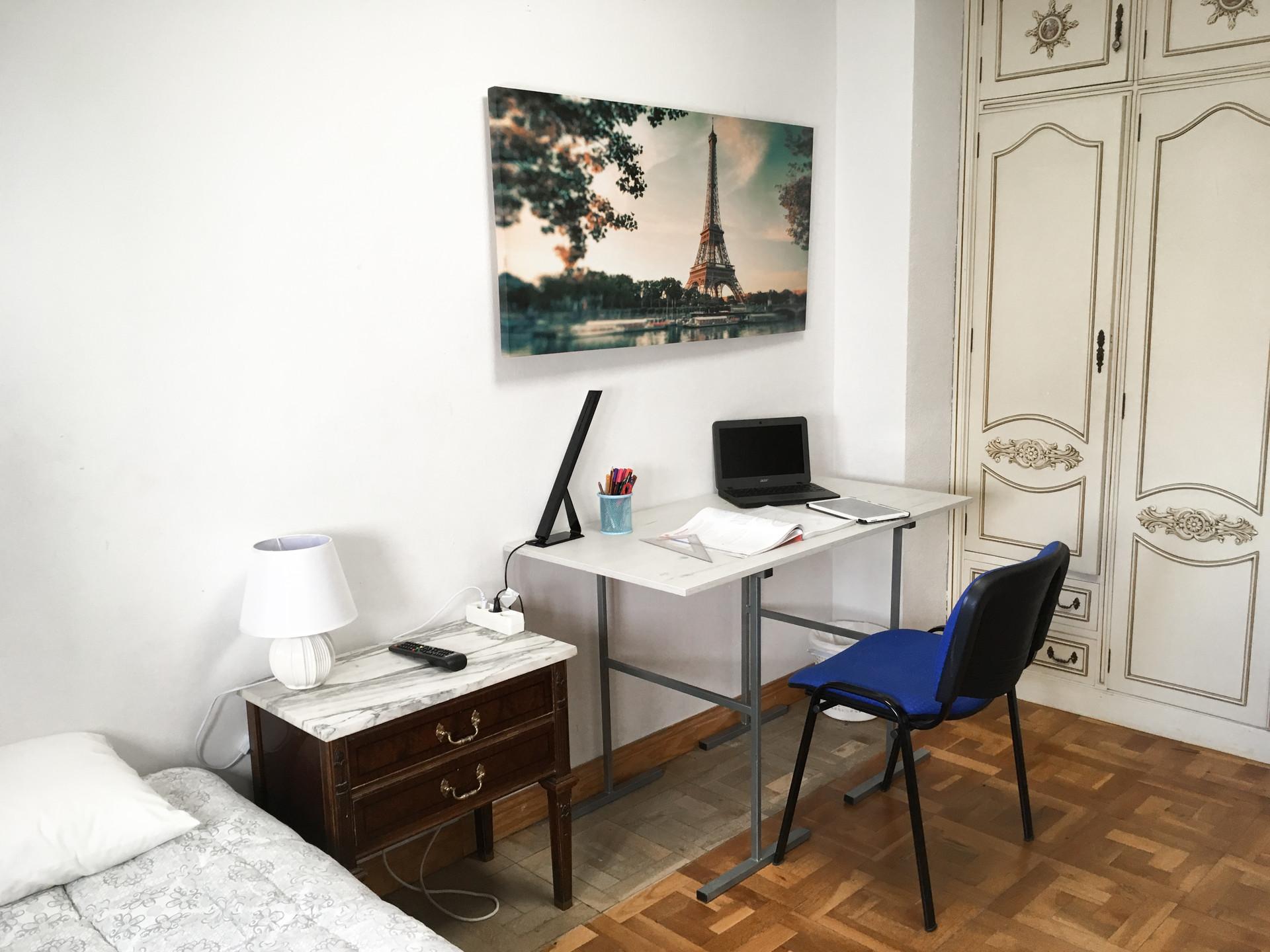 Habitación luminosa en la preciosa Pamplona (H2)