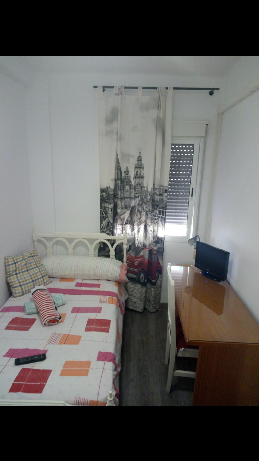 Habitación mediana en Piso Ejunto Universidad