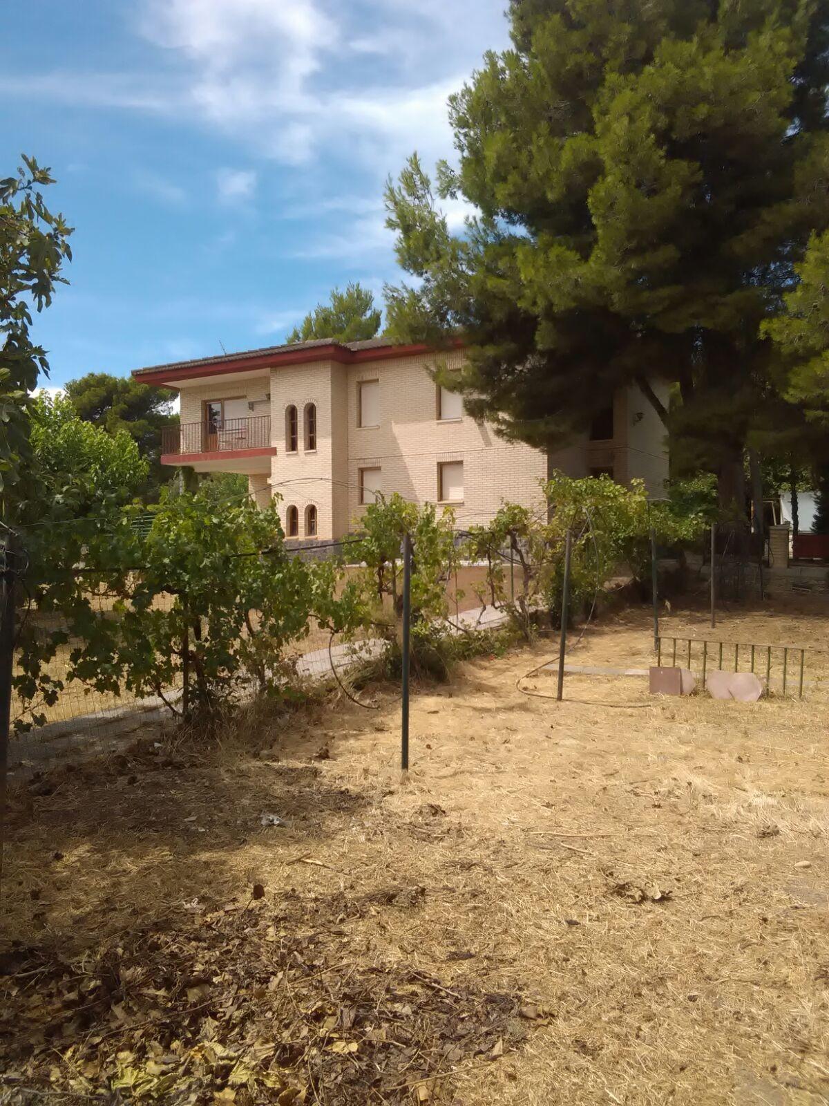 Habitacion con piscina y zonas deportivas