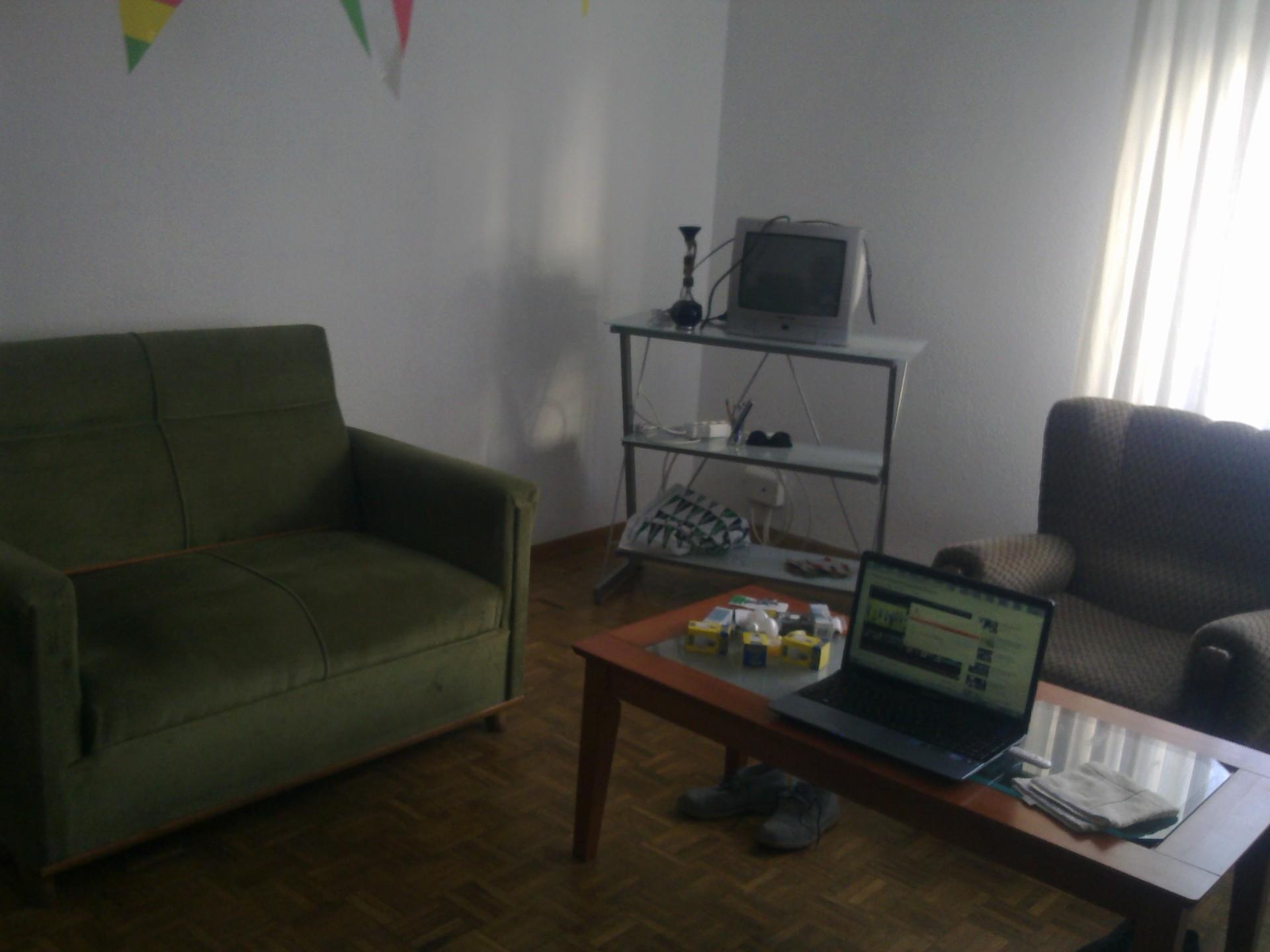 Habitaci n en piso 4 habitaciones individuales junto a san for Habitaciones individuales en alquiler