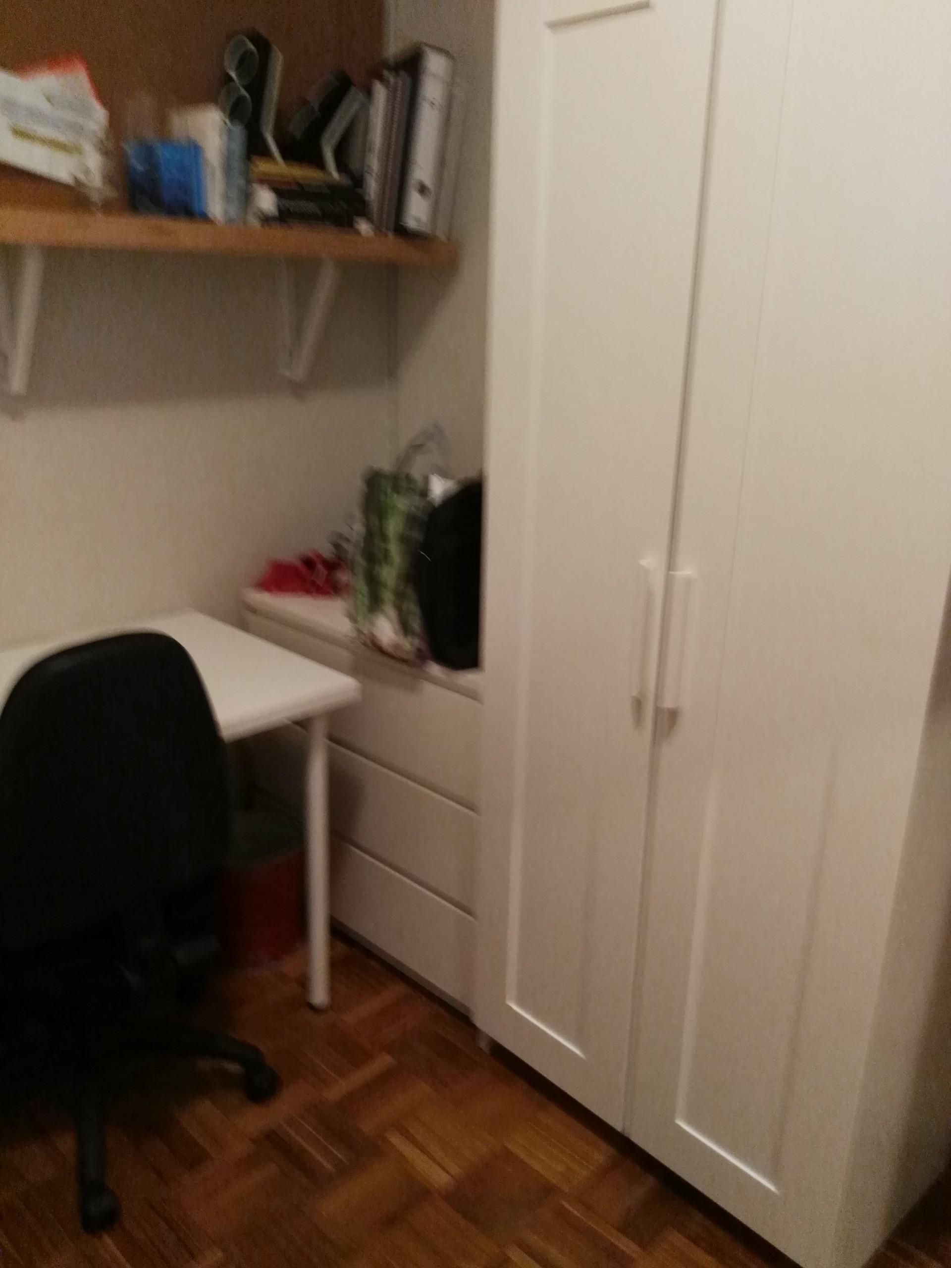 habitacion-piso-ambiente-tranquilo-estudio-c7b1d5e1eedbfb6d7e3ee6c1de7c7c52