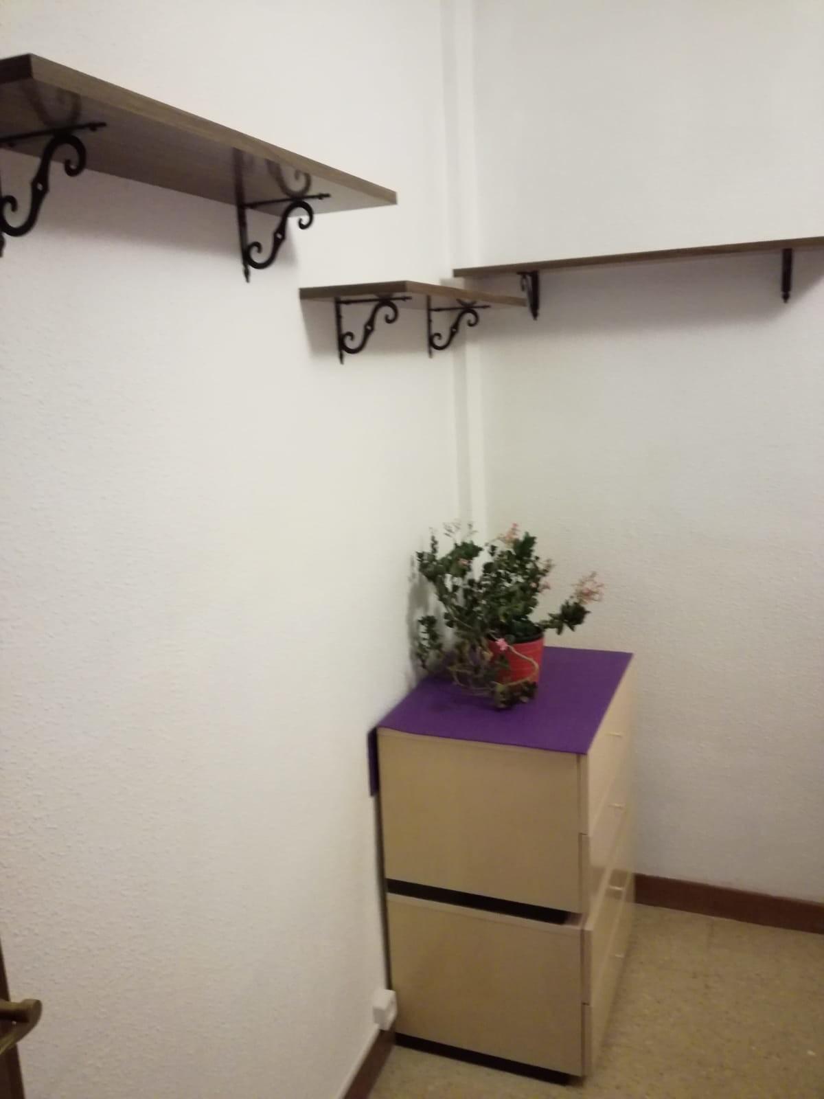 Habitación en piso amplio en el centro de Soria, S
