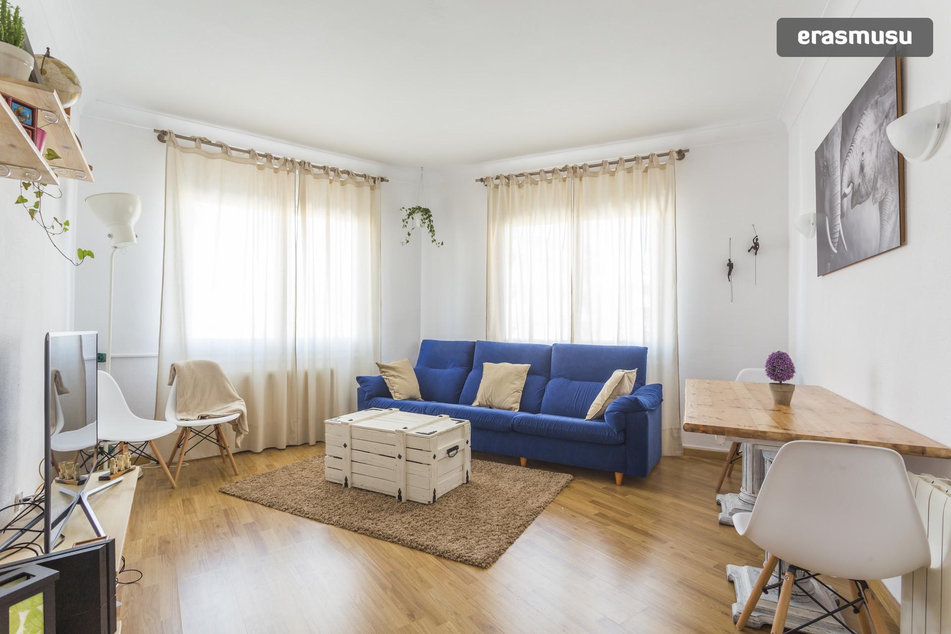 Habitaci n en piso amplio y soleado cerca de sagrada familia con negocios cerca alquiler - Pisos en alquiler en barcelona particular sagrada familia ...