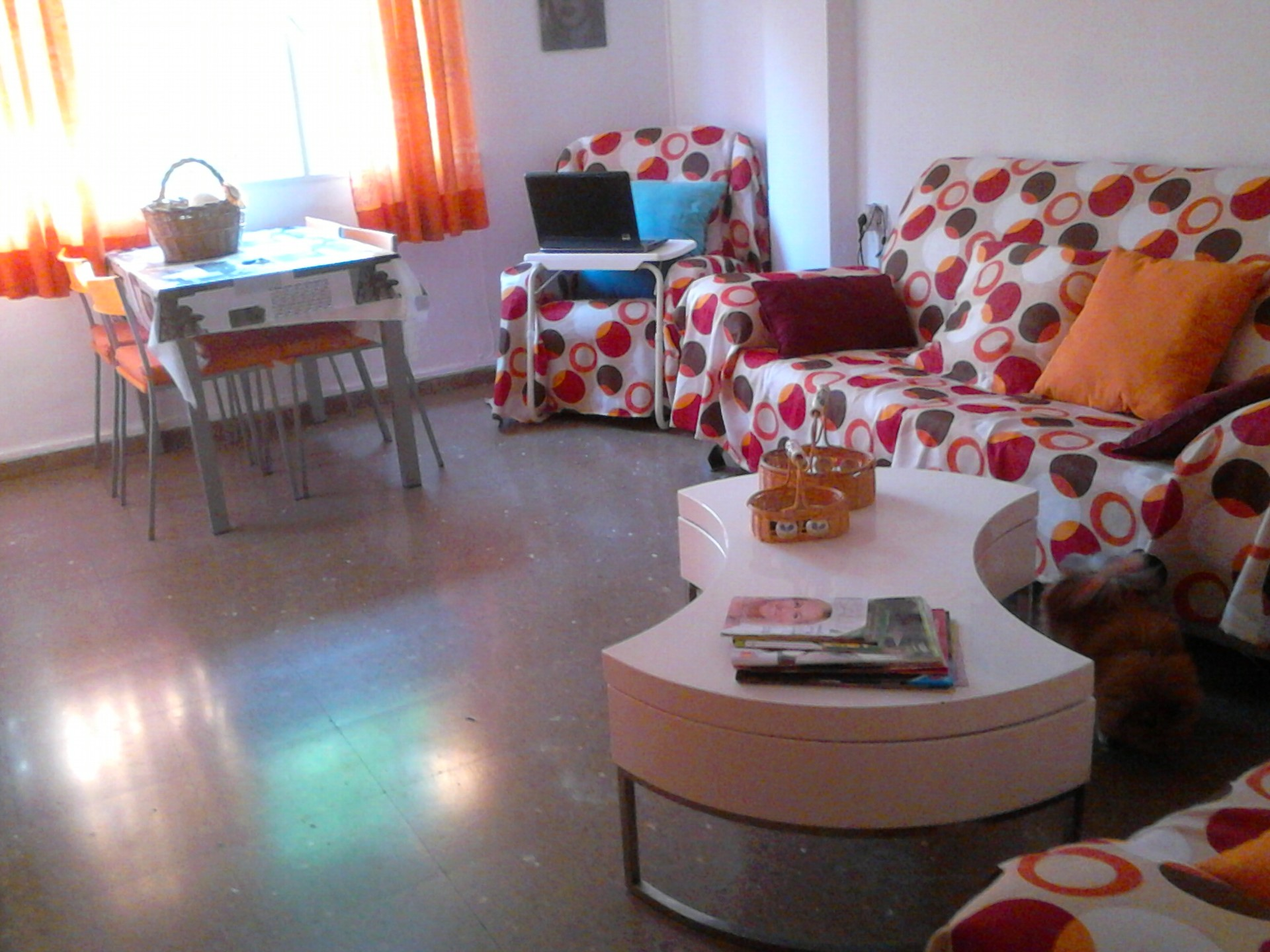 Estupenda habitacion para chica en piso compartido en for Alquiler de habitacion en piso compartido