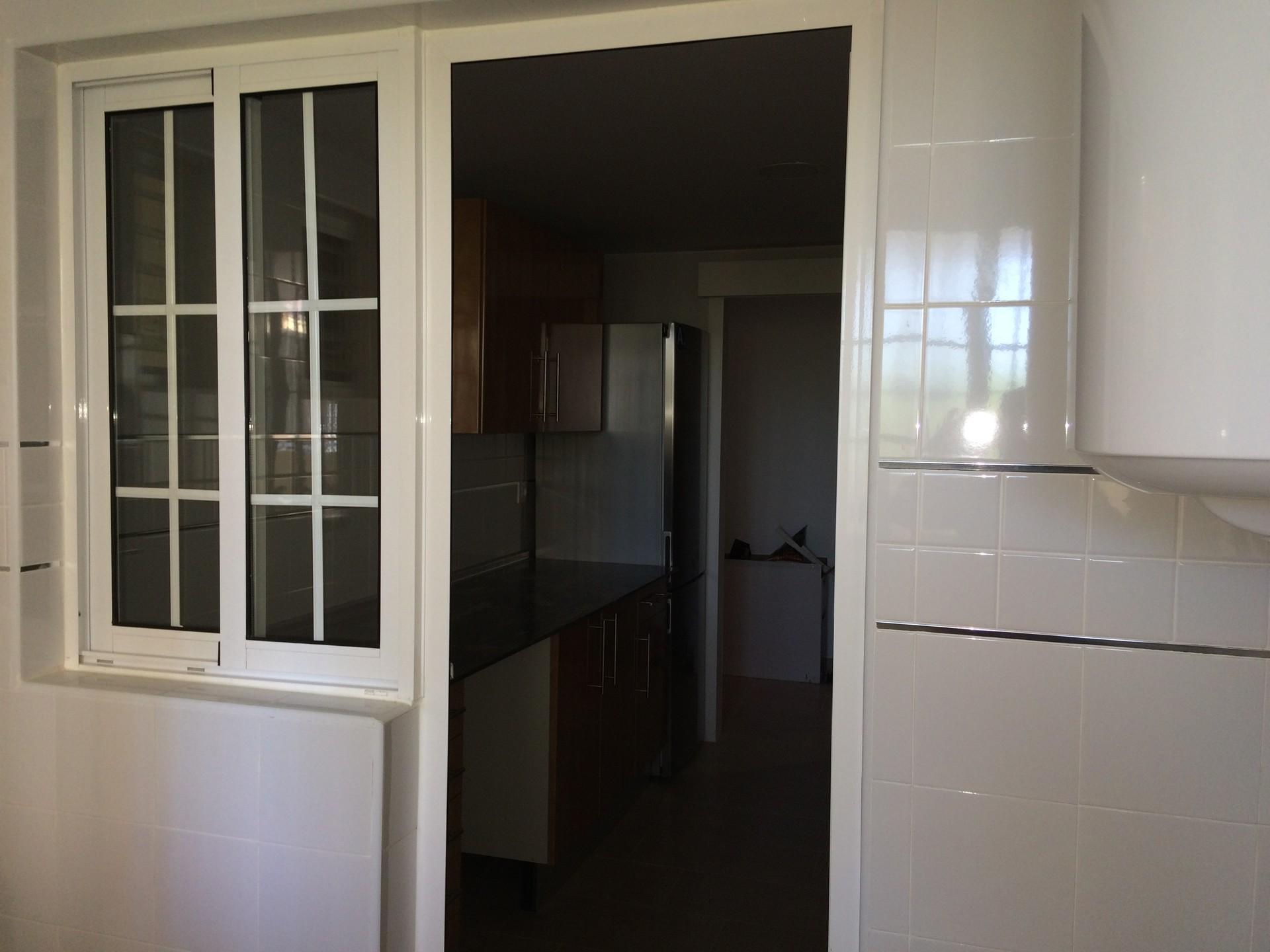 Habitaci n en piso exterior alquiler habitaciones sevilla for Tresillos sevilla