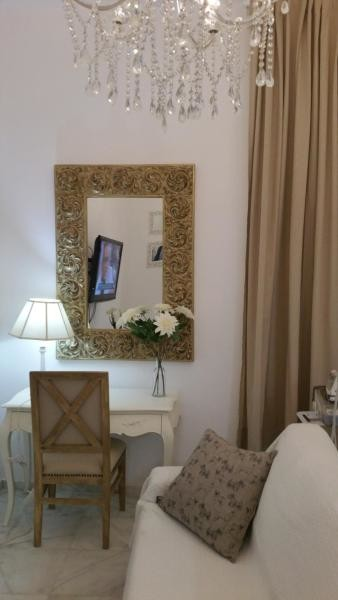 habitacion-piso-tranquilo-bonito-malaga-centro-bano-dormitorios-se-fumar-patio-1af25b23dcefa9b596d85e32f66b6c4b