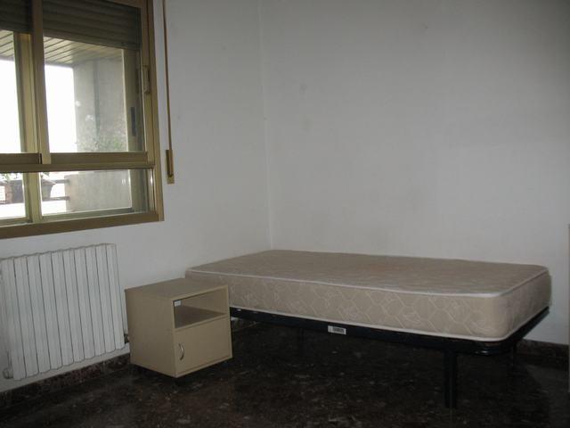 Habitación próxima a campus Río Ebro (II)