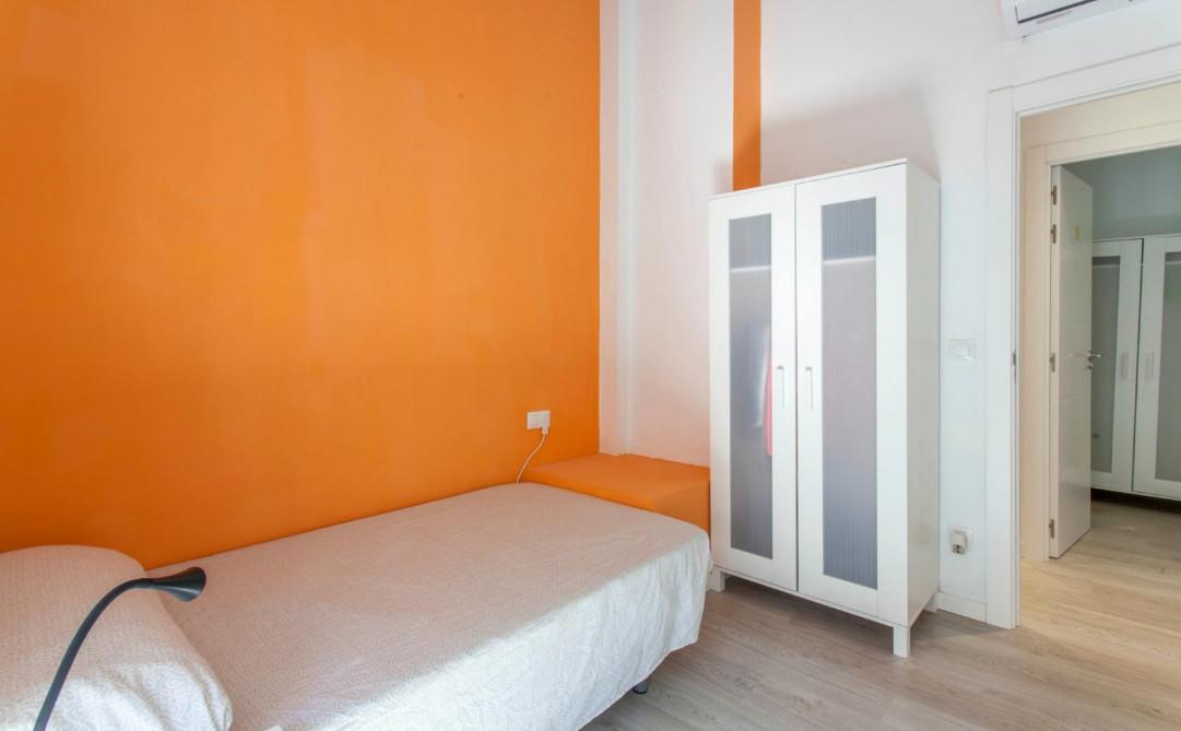 Habitación recién reformada en Burjassot