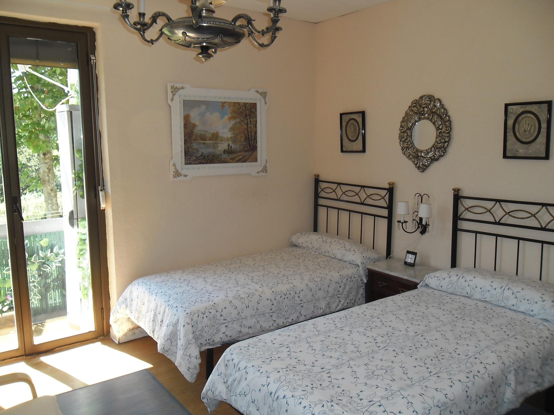 Habitacion soleada grande de 2 camas alquiler habitaciones san sebastian - Alquiler habitacion donosti ...