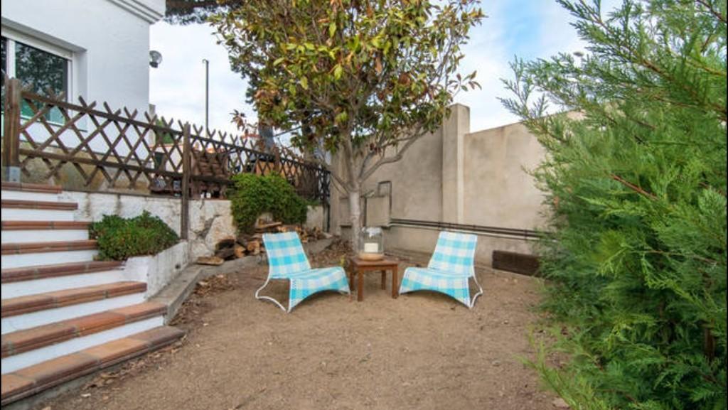 Estupenda habitaci n en casa bien equipada incre bles vistas piscina jard n buena - Casa jardin badalona ...