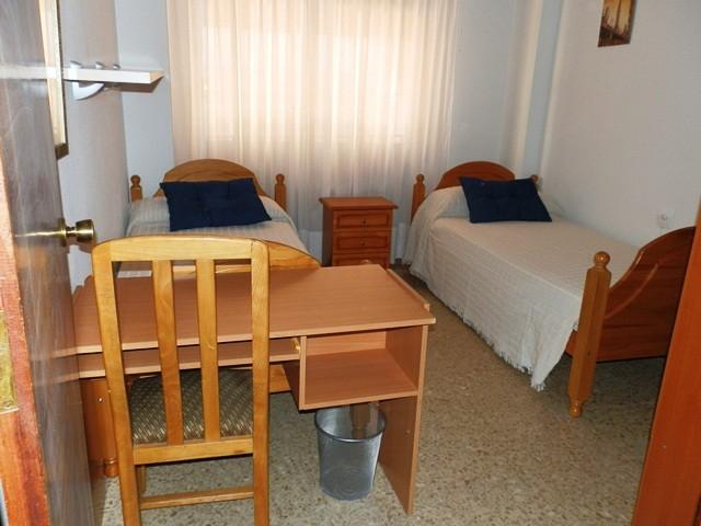 Habitaciones dobles e individuales con pension completa en for Alquiler de habitaciones individuales