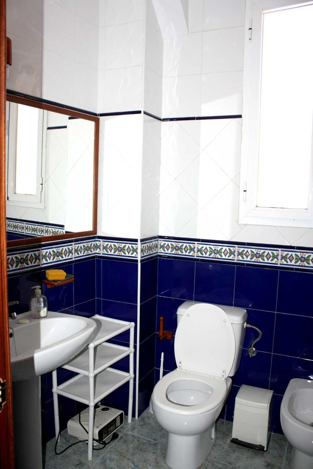 Habitaciones en granada para chicas centro piso for Alquiler pisos granada centro