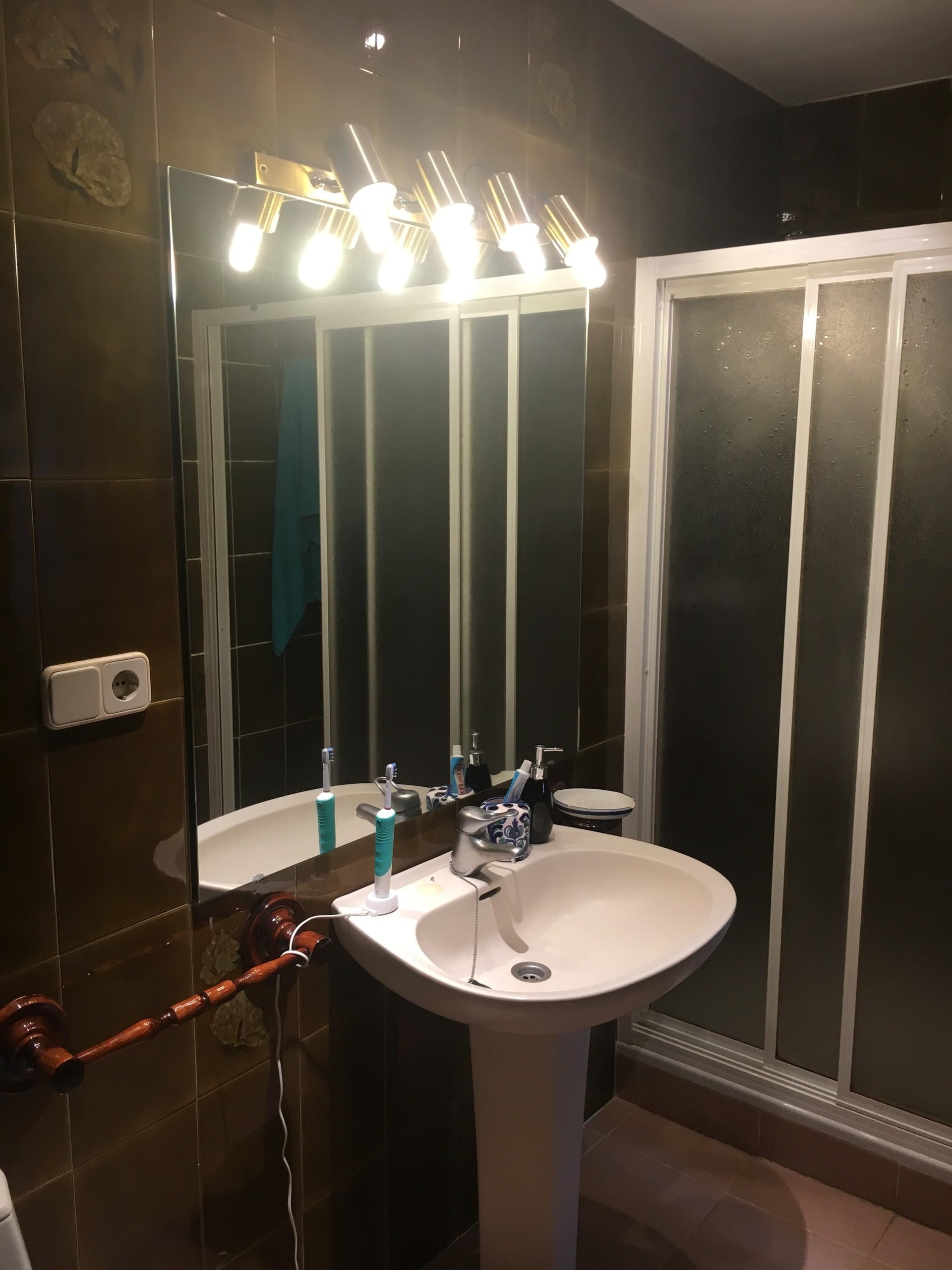 Habitación enorme y luminosa con baño privado en M