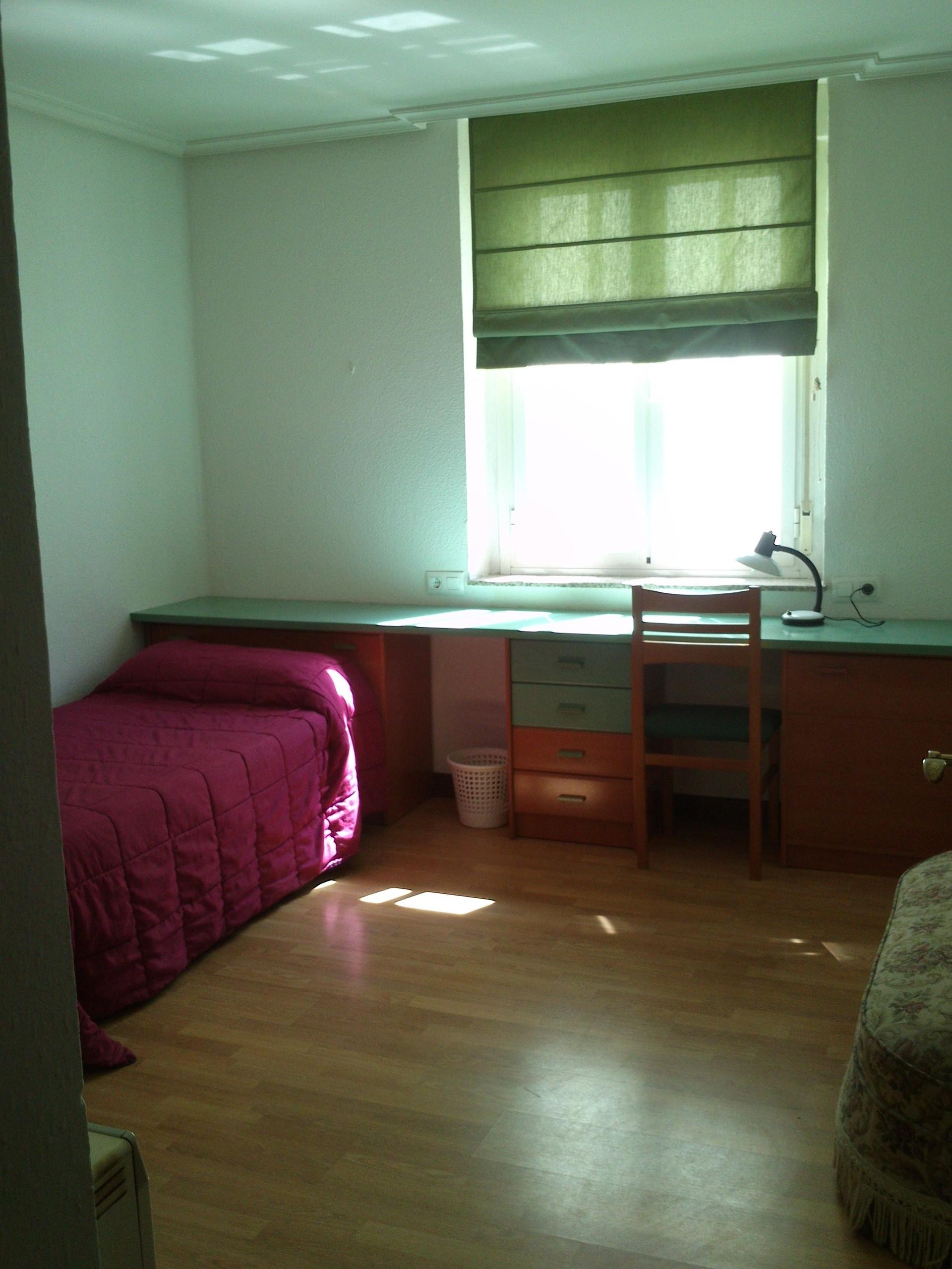 Habitaciones en piso compartido para chicas estudiantes en for Habitaciones para estudiantes