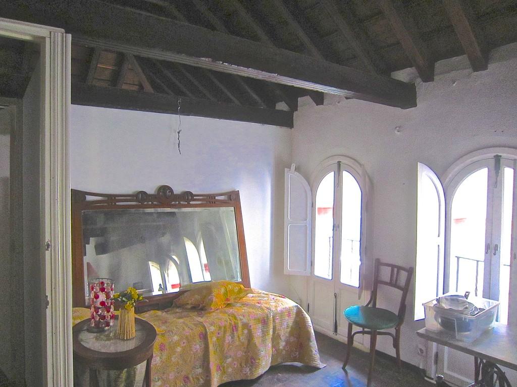 Habitaciones y estudios en casa palacio barrio de sta for Alquiler casa en umbrete sevilla