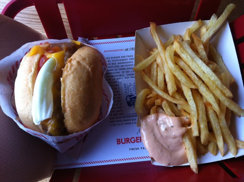 Hamburguesas y patatas fritas en París