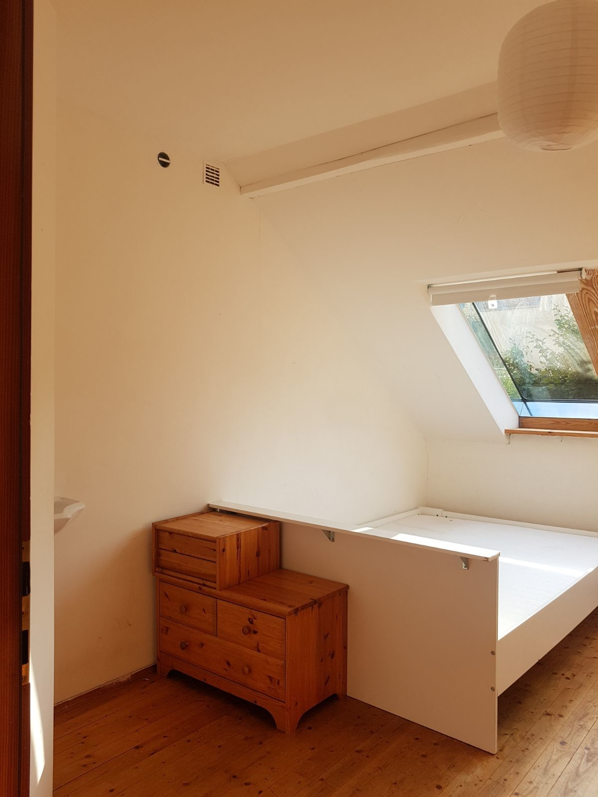 Bright room in a house with a big garden | Room for rent Graz