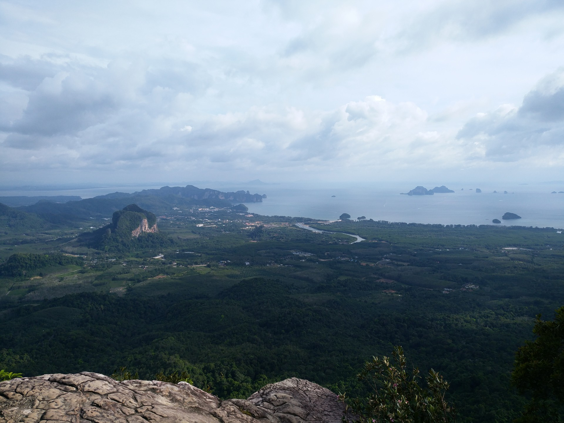 hiking-dragon-crest-mountain-trail-6b592
