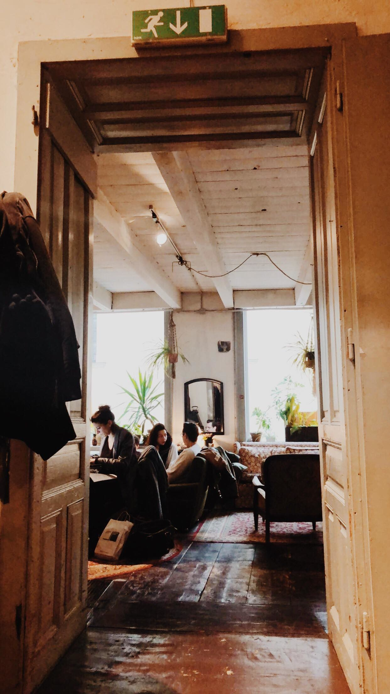hip-vintage-the-cafe-inside-clothing-sto