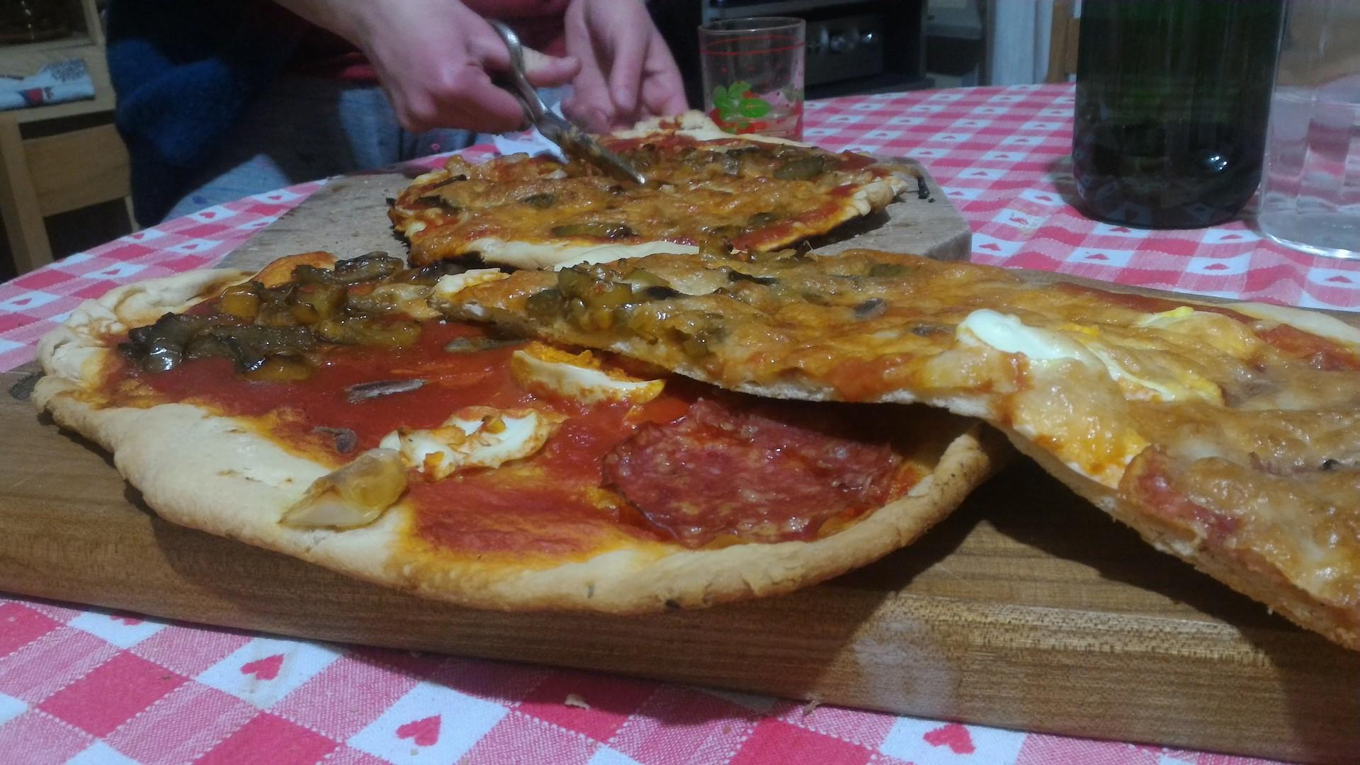 home-pizza-75f94d57a461bac5c367dab0f6433