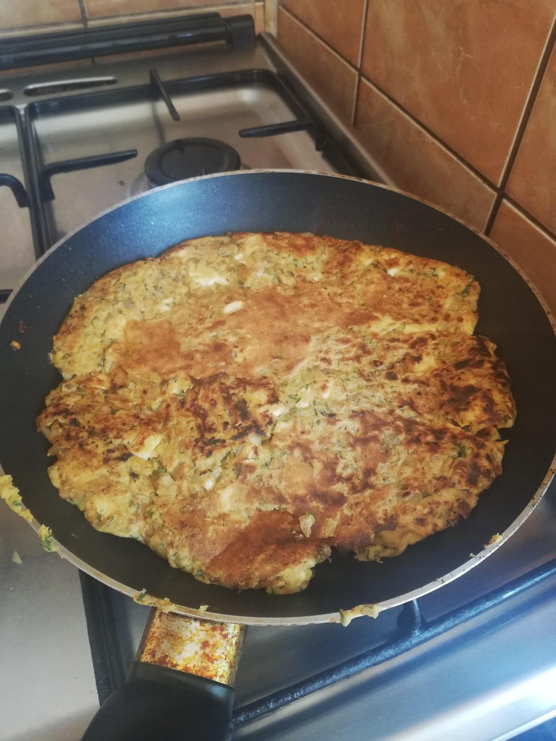 how-turn-romanian-traditional-omelette-v