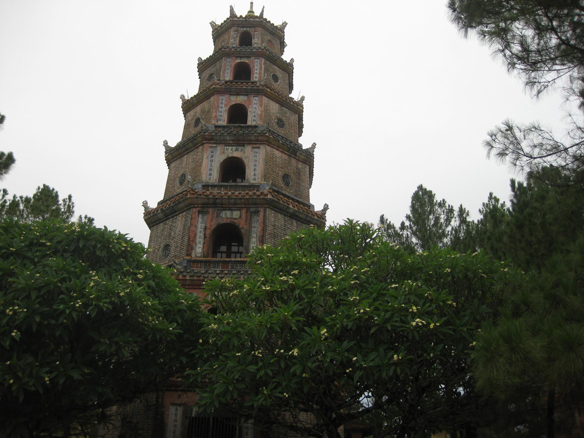 hue-pagoda-celestial-lady-thich-quang-du