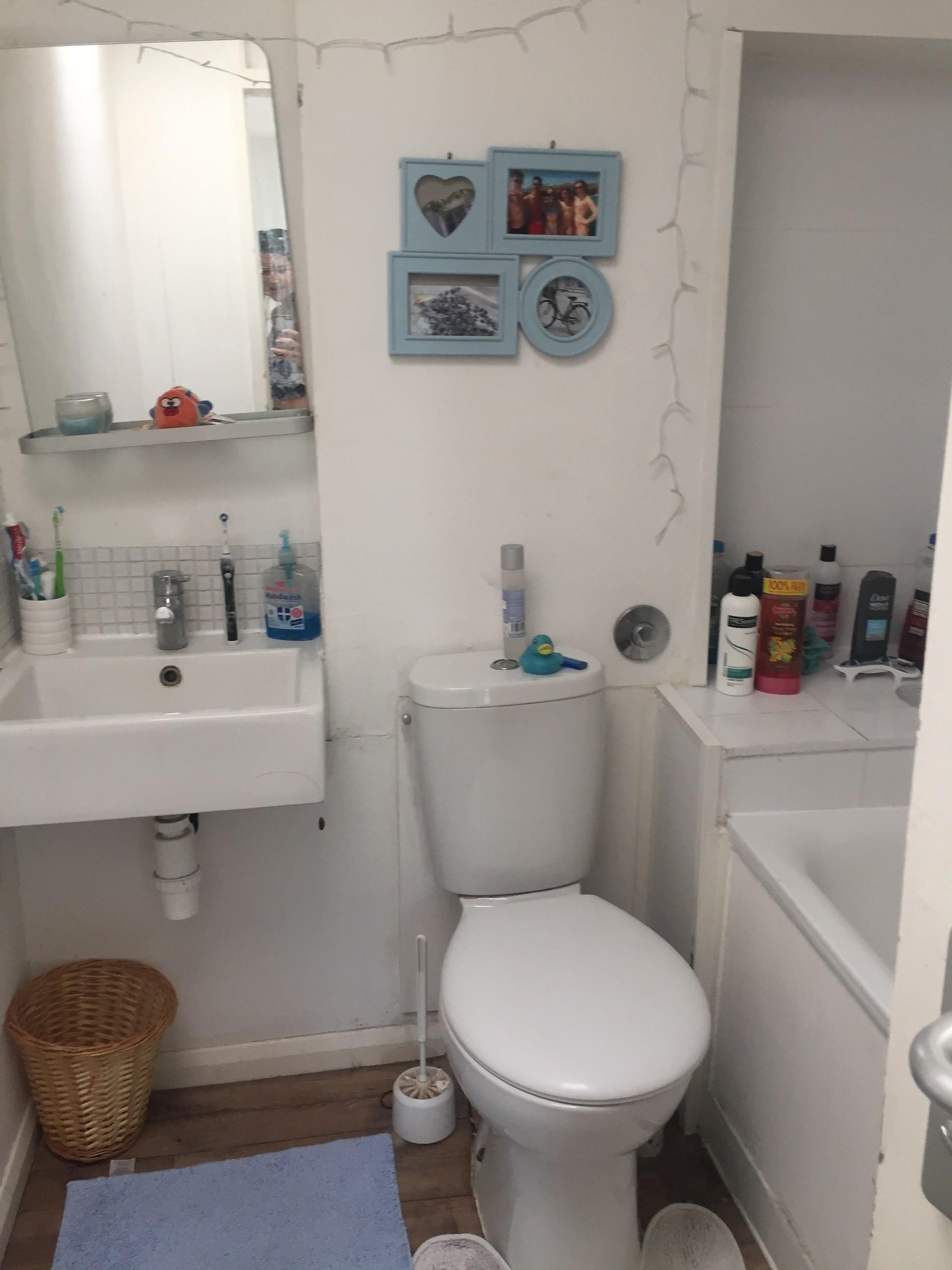 bathroom info lights on tube plain vojnik