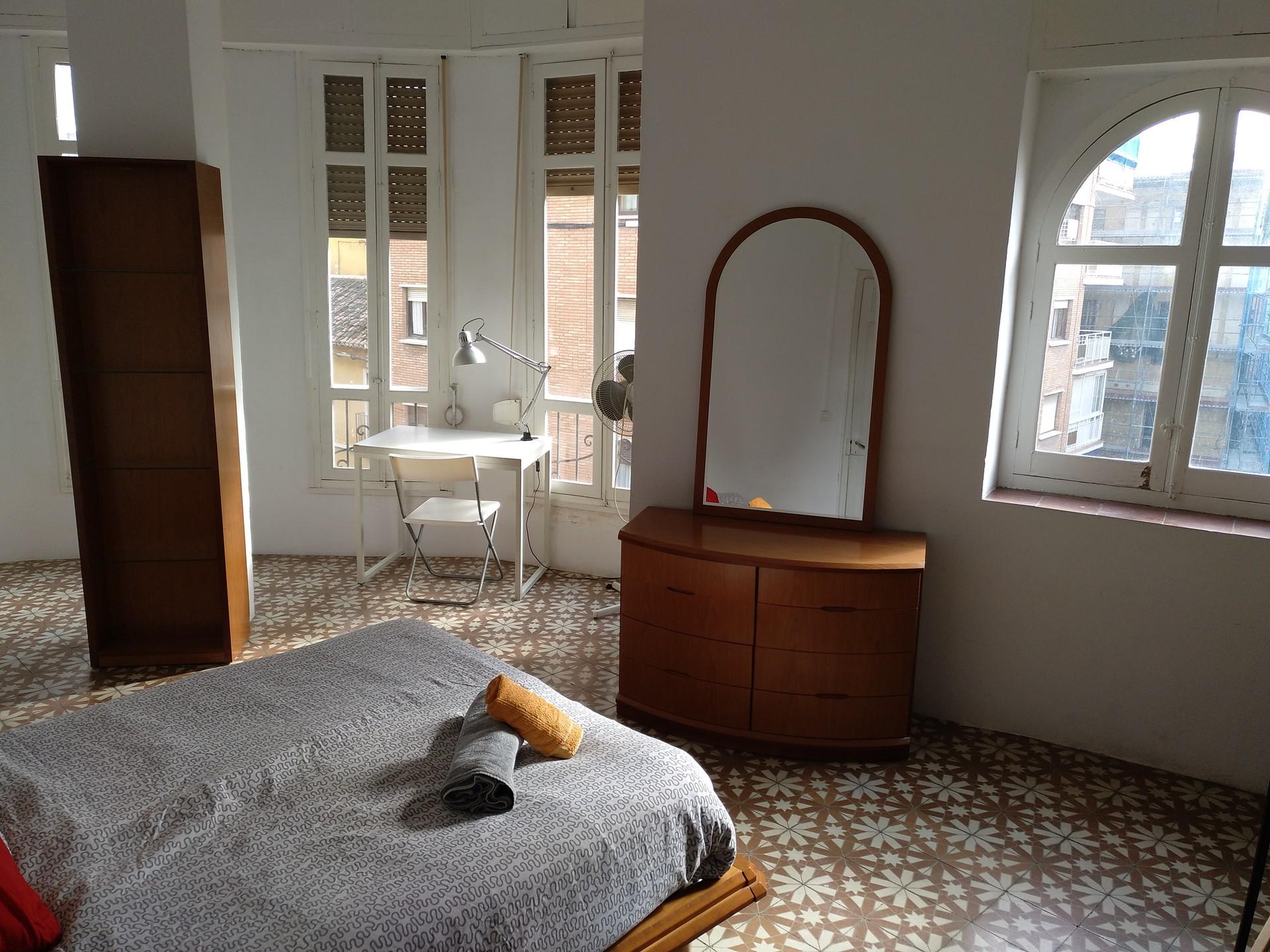 huge-double-bedroom-lot-light-923ad91206521be77174abd1841d44f8