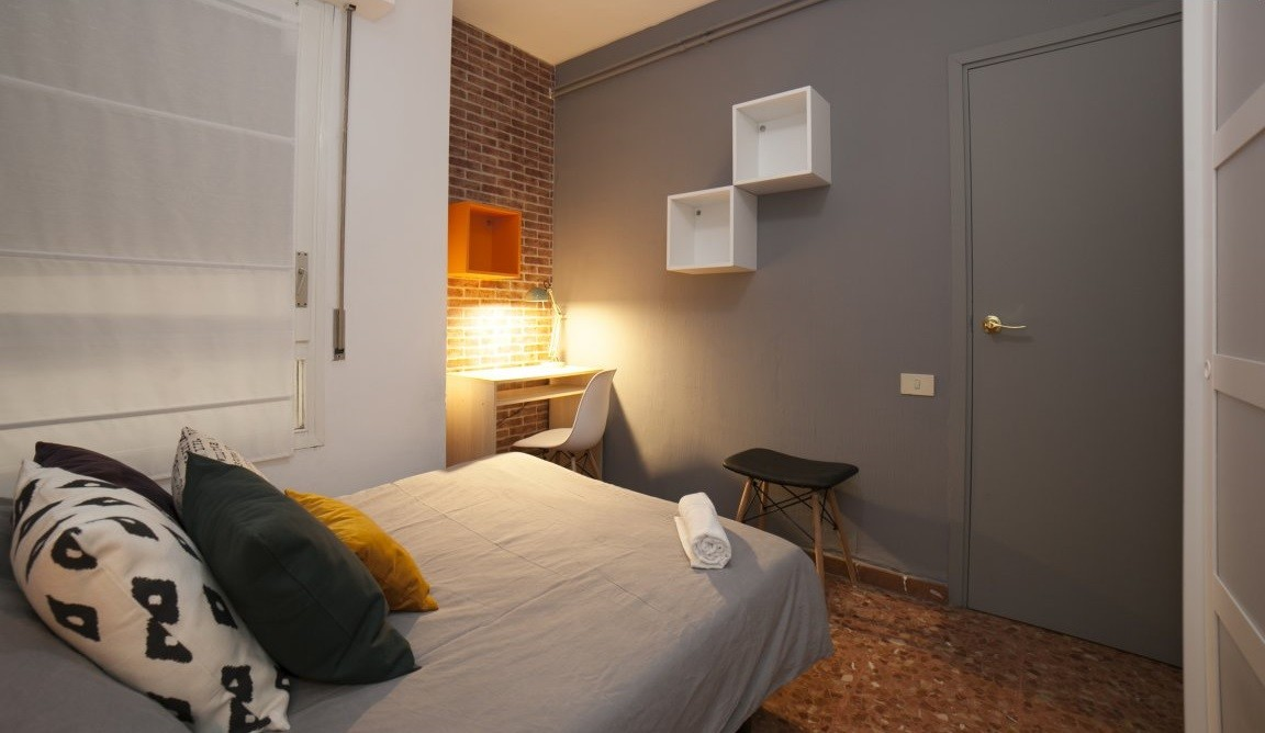 Ideal room with double bed in a residence with service pack incl