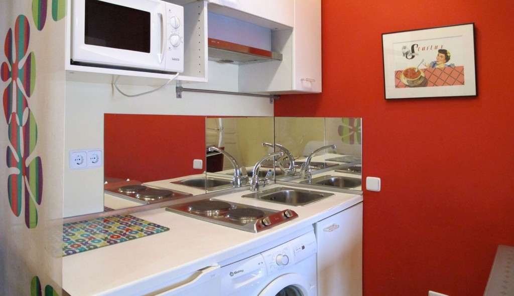Ideally located 2 bedroom apartment with balconies at Plaza de E