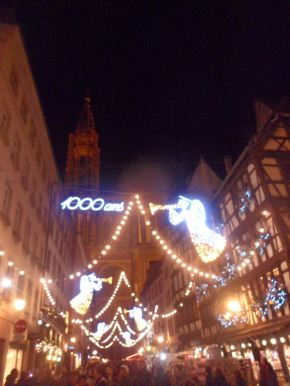 Il luminoso mercatino di Natale