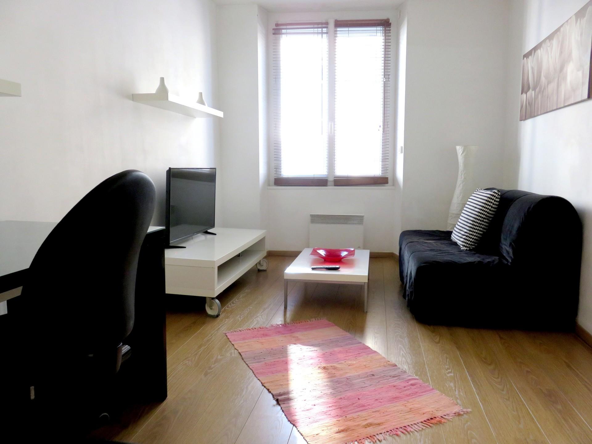 Ile Nantes Appartement T2 Meuble 32m Chu Tram Dispo 01 05 Location Appartements Nantes